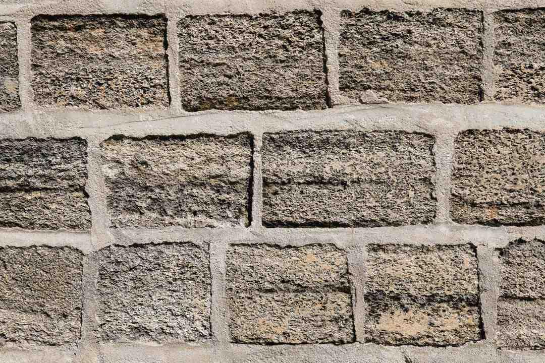 Comment nettoyer des joints de carrelage en ciment ?